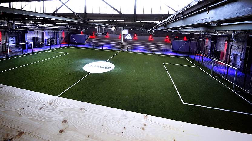 in Trikotlaunch Fußballhalle adidas BASEDFB MpVGLSUqz
