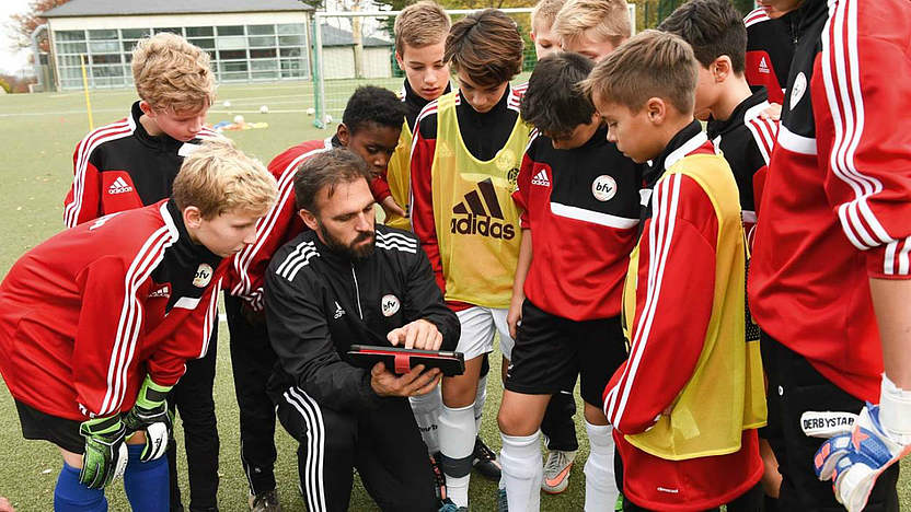 Plotzlich Jugendtrainer Fussball De Hilft